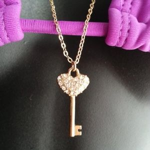 Jewelry - Gold Plated Diamante Key pendant on chain necklace